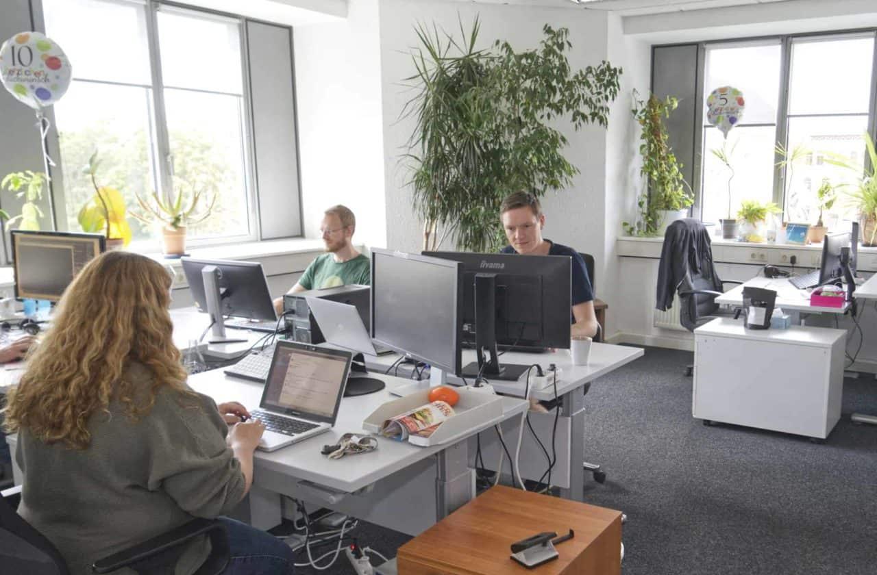 Steffi Halle Office 2